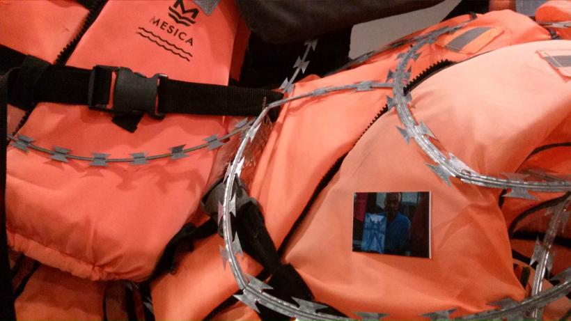 "Installation ""Life Jackets"", Detailbetrachtung"